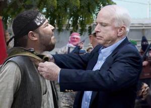 جون ماكين يكرم أحد عناصر داعش