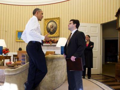 الرئيس أوباما مع مستشاره لشؤون أمريكا اللاتينية ريكاردو زونيغ ومستشارة الأمن القومي سوزان رايس. البيت الأبيض